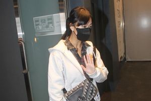 Á hậu Hong Kong tiều tụy sau vụ lộ clip ngoại tình