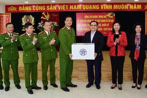 Bí thư Thành ủy Hoàng Trung Hải thăm, chúc Tết đơn vị công an, quân đội