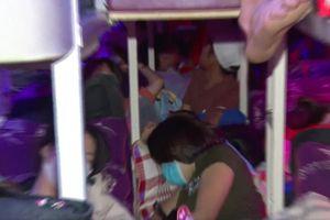 Xe khách 46 chỗ chở 99 người trên quốc lộ 1A