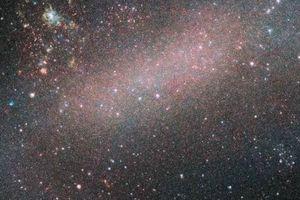 'Mổ xẻ' cách tia vũ trụ xé nát thiên hà vệ tinh trong Milky Way