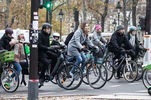 'Cú hích' đưa xe đạp 'lên ngôi' ở Paris