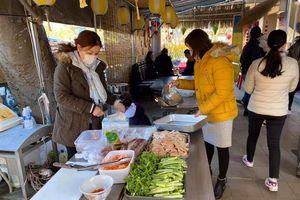 Lao động Việt xứ người ăn Tết trong nghẹn ngào