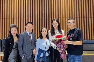 Hoa hậu Hương Giang chi tiền tỷ mua căn hộ tặng mẹ nhân ngày sinh nhật
