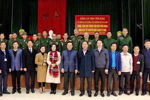Bộ trưởng Đinh Tiến Dũng thăm và tặng quà thương, bệnh binh, người lao động tại Ninh Bình
