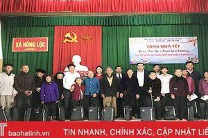 Phó Chủ tịch Thường trực UBND tỉnh Hà Tĩnh tặng quà tết cho hộ nghèo, gia đình hoàn cảnh khó khăn
