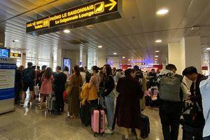 Lượng người về quê ăn Tết tại sân bay Tân Sơn Nhất đã giảm