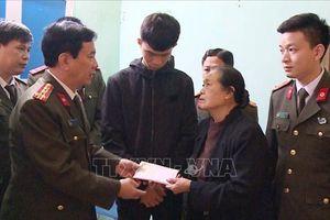 Công an tỉnh Thanh Hóa tặng 150 triệu đồng cho gia đình 3 liệt sỹ đã hy sinh tại Đồng Tâm