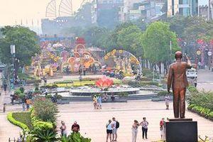 Tất bật hoàn thành đường hoa Nguyễn Huệ 2020