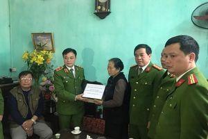 Trao gần 4 tỉ đồng tới gia đình 3 liệt sĩ hy sinh tại Đồng Tâm