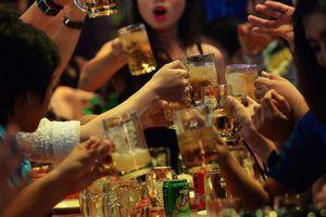 Bloomberg: Sau Nghị định 100, doanh số ngành bia VN giảm ít nhất 25%