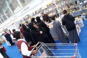 Hội sách ở Qatar: Đẩy xe đi mua sách như vào siêu thị mua hàng