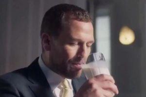 Cháu trai Nữ hoàng Elizabeth bị chỉ trích vì quảng cáo sữa Trung Quốc