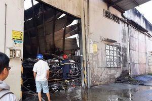Cháy công ty sản xuất gỗ trong ngày cận Tết