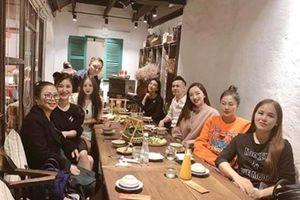 Bác tin đồn sang Mỹ sinh con, Hương Tràm bất ngờ trở về Việt Nam ăn Tết
