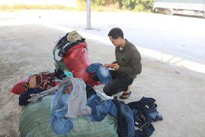 Cục QLTT Bình Định tổ chức tiêu hủy lô hàng thời trang vi phạm hành chính trị giá trên 35 triệu đồng