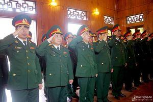 Bộ CHQS tỉnh dâng hoa, tưởng nhớ Chủ tịch Hồ Chí Minh và các anh hùng liệt sỹ