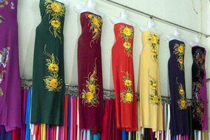 Làng áo dài Trạch Xá rộn ràng dịp Tết