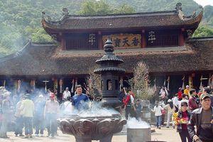 Vãn cảnh chùa Tết: Đầu năm đi chùa Hương cầu gì để không bất kính?