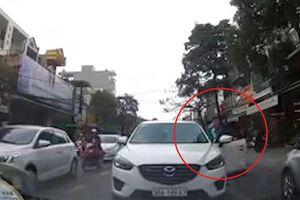 Ôtô lấn làn, chạy ngược chiều gây ùn tắc giao thông