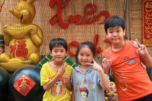 Xóm nhỏ Sài Gòn góp tiền gói bánh chưng, trang trí chờ đón Tết