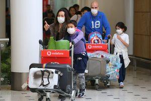 Cảnh tượng hiếm thấy trên chuyến bay cuối cùng rời 'ổ dịch' Vũ Hán