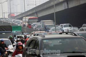 Bến xe đông nghịt khách, cửa ngõ thủ đô Hà Nội tê liệt ngày giáp Tết