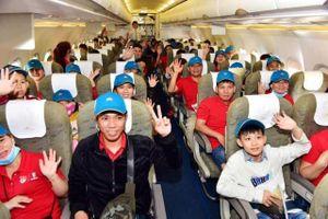 Chuyến bay cuối cùng đưa người lao động về sum họp gia đình của 'Về nhà ăn Tết'