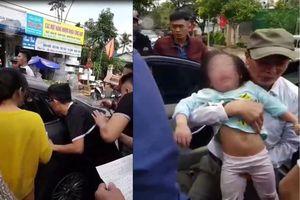Hà Tĩnh: Giải cứu 2 cháu bé mắc kẹt trong ô tô vì bố quên chìa khóa