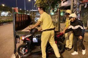 Bị cướp giật khi đang trên đường về quê ăn Tết, nạn nhân được CSGT đưa về lại nhà trọ