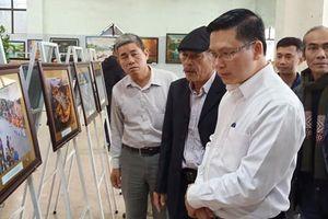 Cẩm Phả tổ chức triển lãm mỹ thuật và nhiếp ảnh 'Mừng Đảng, mừng Xuân'