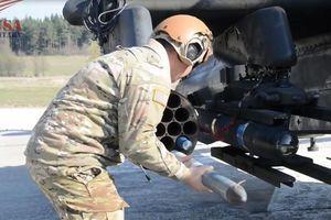 Cận cảnh quá trình trang bị vũ khí cho trực thăng AH-64 Apache
