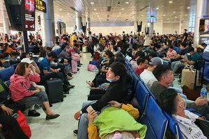 Sân bay Tân Sơn Nhất vẫn đông nghịt khách trong những ngày cuối cùng của năm