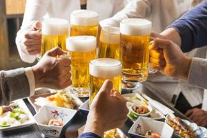Bia Tết giảm 60% lượng tiêu thụ, nước giải khát cháy hàng, tăng giá