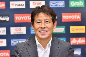 HLV Nishino chỉ ra điểm yếu của bóng đá Thái Lan