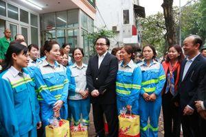 Lãnh đạo thành phố Hà Nội thăm, chúc Tết các đơn vị ứng trực, phục vụ Tết