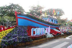 Du khách nhộn nhịp kéo về phố biển Nha Trang chiều 30 Tết