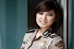 Mê đắm vẻ đẹp 'chuẩn hoa hậu' của nữ cảnh sát khắp thế giới