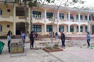 Ngày 30 tết học sinh xung phong đến vệ sinh giữ trường lớp xanh sạch đẹp