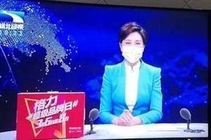 Đưa tin về virus corona, MC ở Vũ Hán đeo khẩu trang gây tranh cãi