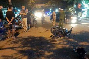 Xe máy đấu đầu trong đêm 29 Tết, 2 người nguy kịch