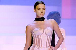 Siêu mẫu Irina Shayk khoe dáng mảnh mai, cuốn hút với đầm xuyên thấu