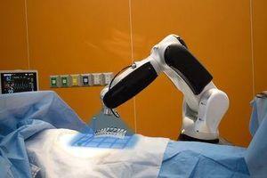 Mỹ dùng robot điều trị cho bệnh nhân nhiễm virus corona