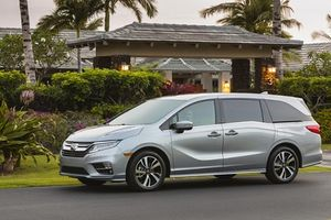 Chọn mua xe SUV 8 chỗ nào cho gia đình năm 2020?