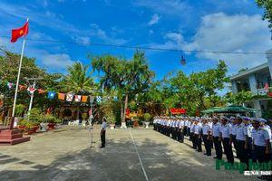 Thiêng liêng lễ chào cờ tại Trường Sa ngày Tết