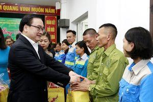 Bí thư Hà Nội thăm, chúc Tết Trung tâm Cấp cứu 115 và Công ty Môi trường đô thị