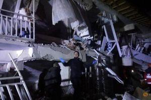 Động đất mạnh tại Thổ Nhĩ Kỳ, hơn 700 người thương vong
