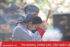 Người dân Hà Tĩnh náo nức đi lễ chùa, hái lộc đầu xuân