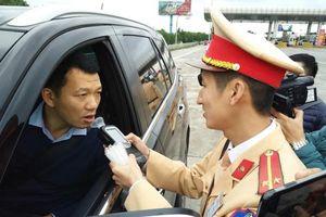 Ngày mùng 1 Tết Canh Tý, CSGT xử phạt gần 400 tài xế 'ma men'