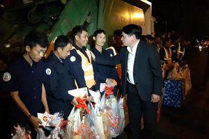 Bí thư tỉnh ủy tỉnh Đắk Lắk tặng quà tết cho người lao động đêm giao thừa