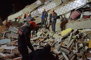 Hơn 500 người thương vong trong vụ động đất 6.8 độ richter ở Thổ Nhĩ Kỳ